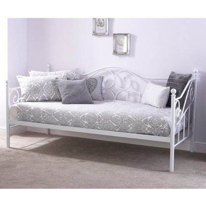 An Image of Madison Metal Single Day Bed In White