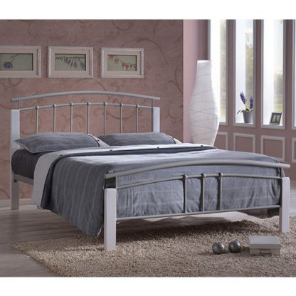 An Image of Tetron Metal King Size Bed In Silver With White Wooden Posts
