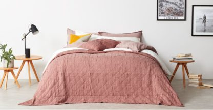 An Image of Boxton 225x220cm 100% Cotton Stonewashed Bedspread, Dusky Pink