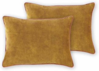 An Image of Castele Set of 2 Luxury Velvet Cushions, 35x50cm, Gold with Blush Pink Piping