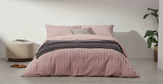 An Image of Laboni Seersucker 100% Cotton Duvet Cover + 2 Pillowcases, King, Dusty Pink