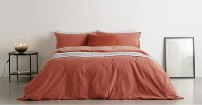 An Image of Solar Cotton Reversible Duvet Cover + 2 Pillowcase, King, Washed Red/Rose Pink UK