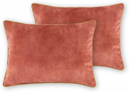 An Image of Castele Set of 2 Luxury Velvet Cushions, 35x50cm, Blush Pink with Gold Piping