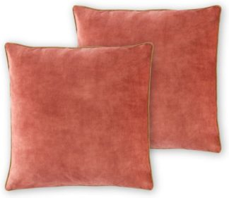 An Image of Castele Set of 2 Luxury Velvet Cushions, 50x50cm, Blush Pink with Gold Piping